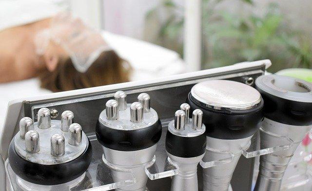Mezoterapia bezigłowa to zabieg wykonywany specjalistycznym sprzętem w gabinecie kosmetycznym - na zdjęciu rolki do zabiegu.