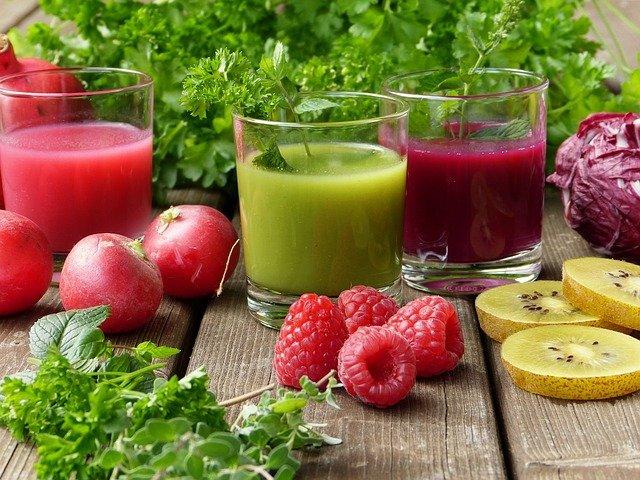 Frutarianie, jako ekstrawagancki odłam wegan często przechodzi na dietę sokową, która nie do końca jest zdrowa. Na djęciu mamy przykładowe soki i smoothie z malin, sałaty, jabłek i kapusty.