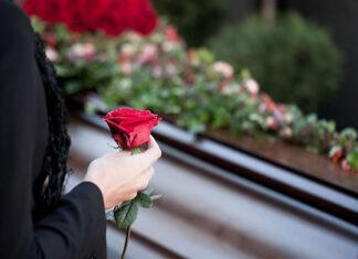 Jak optymalnie zorganizować pogrzeb przy pomocy zakładu pogrzebowego