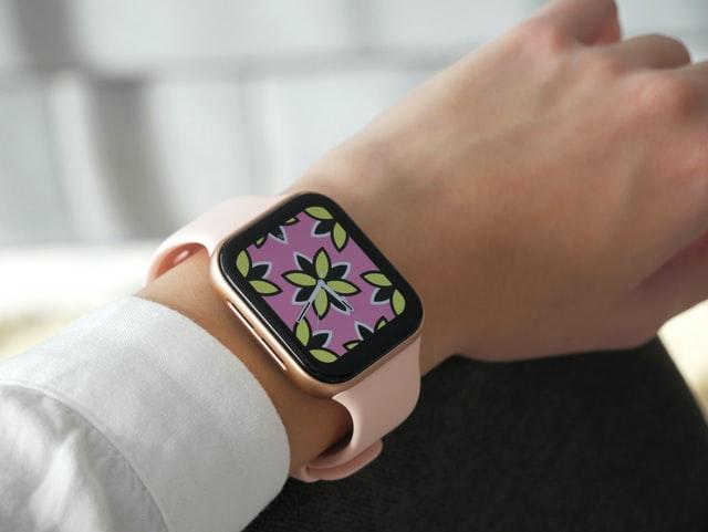 Nastolatki wybiorą bardziej poważne smartwatche - takie jak dorośli.