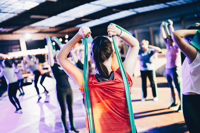 Ćwiczenia dobrze wpływają na kondycję i samopoczucie człowieka.