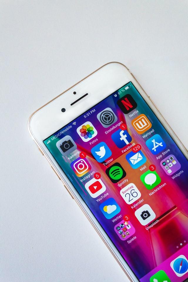 Mnogość aplikacji dostępnych w appstore może przerażać, dlatego sprawdź najlepsze aplikacje do obróbki zdjeć.